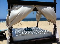 Pueblo Bonito Pacifica Resort & Spa: Ahhh! Beds on the beach.