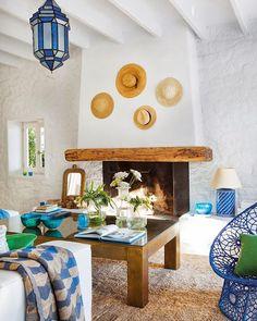 ACHADOS DE DECORAÇÃO - blog de decoração. Great fireplace and blue and white decor.
