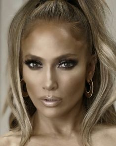 Image may contain: 1 person, close-up - All about JLo - Famous Maquillaje Jennifer Lopez, Jennifer Lopez Makeup, Jlo Glow, Jlo Makeup, Hair Makeup, Flawless Makeup, Jen Lopez, Close Up, J Lo Fashion