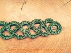 Crochet bracelet - free pattern More Crochet Bracelet Pattern, Crochet Jewelry Patterns, Crochet Accessories, Bracelet Patterns, Crochet Necklace, Crochet Jewellery, Freeform Crochet, Thread Crochet, Knit Or Crochet