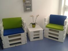 Coffee table and pallets chairs #PalletChair, #PalletTable, #RecycledPallet