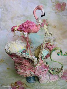 baroque Paper shoe House with her flamingo by Merveillesenpapier Victorian Dollhouse, Paper Dolls, Art Dolls, Paper Shoes, Paper Mache Crafts, Arts And Crafts, Diy Crafts, Paper Birds, Shoe Art