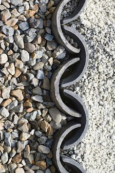 Zen garden stones (Chris Vaughan | depositphotos) - on edge roofing tiles separate the two types of aggregate