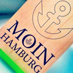 Lieber persönlich als gewöhnlich: #typischhamburch Grüße senden mit den Holzpostkarten von woodcardz http://wp.me/p4gFnr-Lk