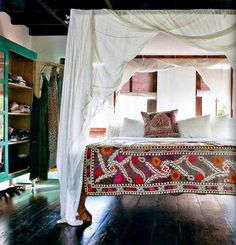 15 Covet-Worthy Canopy Beds | Brit + Co
