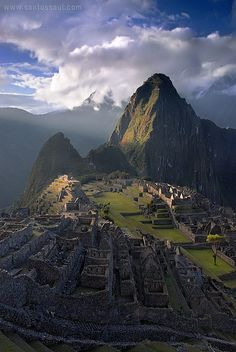 Machu Pichu, Peru, 2008 © Saúl Santos Díaz (Photographer. Canary Islands, Spain). His website: http://www.santossaul.com/ Inca Ruins. ...