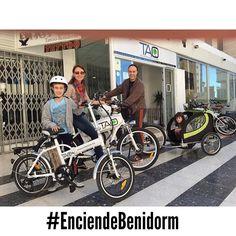 Una familia de #toledo disfrutando #benidorm con nuestras #taobike van a descubrir el parque natural de Serra Gelada la playa de Poniente y muchas otros sitios que se pueden ver sobre una #bicicletaelectrica #electricbike #turismosostenible #viajarconniños #viajarconpeques