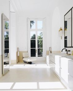 Hello beautiful bathroom the size of my house. Joseph Dirand's luxe/minimal home, image via @archdigest