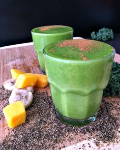 Spicy Mango Tango Smoothie - this protein and veggie packed smoothie has vibrant colors and bright tropical flavors everyone will love! Healthy Green Smoothies, Healthy Juices, Healthy Drinks, Healthy Food, Juice Smoothie, Smoothie Drinks, Smoothie Recipes, Nutribullet Recipes, Vegan Recipes Easy