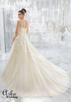 Νυφικά Φορέματα για ΠΑΧΟΥΛΕΣ: Νυφικό Φόρεμα, για Παχουλή με Ράντες Κεντημένες. Κωδ. 3222 Tulle Wedding Gown, Bridal Wedding Dresses, Wedding Dress Styles, Dream Wedding Dresses, Bridal Lace, Designer Wedding Dresses, Bride Dresses, Mori Lee Bridal, Plus Size Wedding Gowns