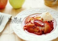 Простой десерт - ломтики яблочек, посыпанные корицей и коричневым сахаром, запеченные в фольге - подавайте с медом или сливками!
