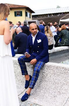 The 75 Best Street Style Looks from Pitti Uomo 90 Gq Style, Mode Style, Gentleman Mode, Modern Gentleman, Gentleman Style, Sharp Dressed Man, Well Dressed Men, Suit Fashion, Mens Fashion