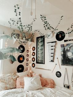 Retro Room, Vintage Room, Bedroom Vintage, Cute Room Ideas, Cute Room Decor, Room Design Bedroom, Room Ideas Bedroom, Bedroom Inspo, Diy Bedroom Decor