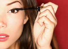 Here is how you can have the most stunning eyelashes, to get a celebrity-like look.