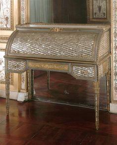 Bureau à cylindre en nacre, Boudoir de Marie-Antoinette à Fontainebleau - Jean Henri Riesener, 1787.