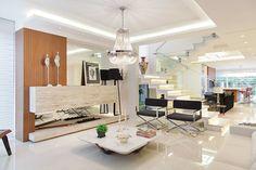 Descubra fotos de Salas de estar ecléticas por ANDRÉ PACHECO ARQUITETURA. Encontre em fotos as melhores ideias e inspirações para criar a sua casa perfeita.
