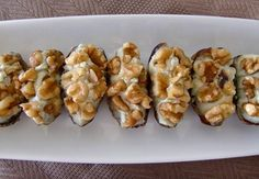 dátiles rellenos de queso y nueces Appetizer Recipes, Appetizers, Arabian Food, Edible Mushrooms, Sandwiches, Canapes, Blue Cheese, Antipasto, Tapas
