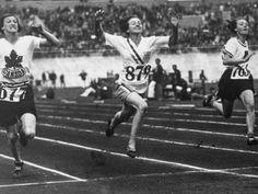 Elizabeth (Betty) Robinson   La corredora estadounidense Betty Robinson tenía apenas 16 años cuando se convirtió en la primera mujer en ganar el oro en una prueba olímpica de atletismo, al imponerse en la carrera de 100 metros llanos de Ámsterdam 1928. Betty, que era una destacada corredora en la Universidad del Noroeste