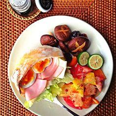 おはようございます‼ 朝食のUPって初めてな気が(´・Д・)」⁉  ☆ハムチーレタスのピタパン ☆パプリカとトマトの人参&ローズマリードレッシングサラダ ☆シイタケのドライトマトソテー  パワー野菜モリモリで、 元気出てきたー(((o(*゚▽゚*)o)))♡♡♡  皆様、良い1日を‼ - 157件のもぐもぐ - ☆野菜モーニングdeパワーチャージ♡☆ by maioskitchen
