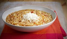 Orzo Pasta with Tomato. Classic Greek meatless pasta recipe with orzo in tomato and spices - Simple but filling and delicious Winter dish! Meatless Pasta Recipes, Orzo Recipes, Vegetarian Entrees, Greek Recipes, Cooking Recipes, Meal Recipes, Eat Greek, Winter Dishes, Kitchens