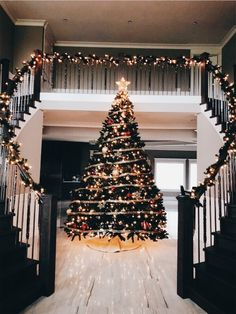 Merry Christmas everyone! ♥♥♥ shared by - - Merry Christmas everyone! ♥♥♥ shared by . Cupcake Christmas, Noel Christmas, Winter Christmas, Christmas Lights, Holiday Lights, Christmas Staircase, Christmas Porch, Christmas Quotes, Country Christmas