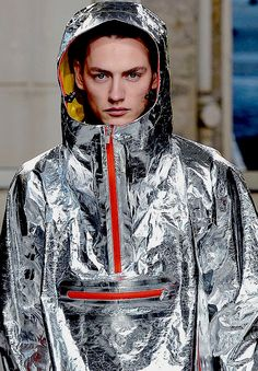 Issey Miyake  www.fashion.net