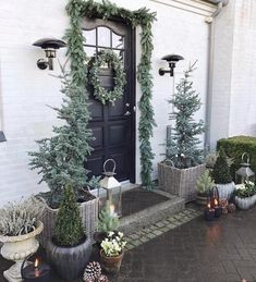 Sharing my favorite Christmas post today. 🎄✨ Tomorrow I will plant the last spring bulbs and then it's time for some Christmas decor in the garden 🎄☃️ Front Door Christmas Decorations, Christmas Front Doors, Christmas Post, Front Door Decor, Outdoor Christmas, Rustic Christmas, Christmas Wreaths, Holiday Decor, Doorway Decorations