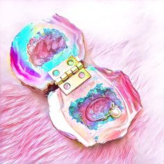 I will be listing some aura geode halves tomorrow that are too small for boxes. If I haven't gotten back to you via dm it's because all the boxes I currently have are sold out