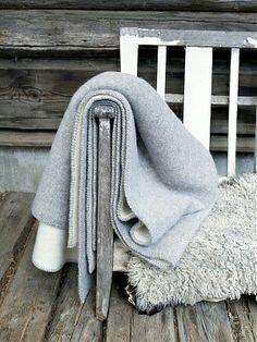 Roros Stemor Wool Blanket - Six Colors Log Homes Exterior, Woodlands Cottage, Scandinavian Interior Design, Cabins In The Woods, Cool Beds, Linen Bedding, Bed Linen, Cozy House, Wool Blanket