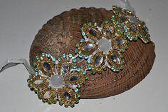 ivamurinova / Šitý náramok na čipkovanom podklade Captain Hat, Hats, Fashion, Moda, Hat, Fashion Styles, Fashion Illustrations, Hipster Hat
