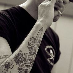 I like this forearm tat (just add colour)