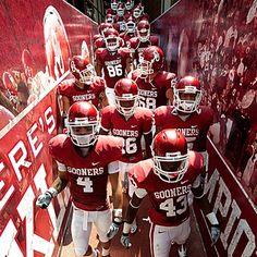 Ou sooners boomer sooner Oklahoma Sooners Football, Ou Football, College Football Teams, National Football Teams, Football Season, Football Helmets, Collage Football, Football Players, Norman Oklahoma