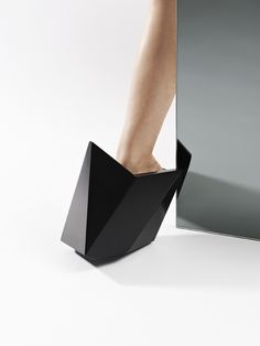 Selected for the Future Stars? exhibition curated by Héloïse Parke at the prestigious Aram Gallery, Cat Potter has conceived of some very fabulous footwear in the form of 'Freja'. DuPont™ Corian® clads sections of CNC milled architectural foam to create seamless, wearable shoes. Photo courtesy of Cat Potter. All rights reserved on design and photos.