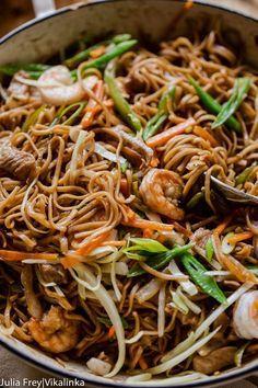 Filipino Noodles with Pork and Shrimp (Pancit Canton) - Filipino Noodles with pork, shrimp and vegetables aka Pancit Canton - Pork Recipes, Seafood Recipes, Cooking Recipes, Vegetarian Recipes, Filipino Recipes, Asian Recipes, Ethnic Recipes, Filipino Dishes, Recipes