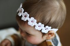 Crochet this adorable band for your little girl this Spring to welcome the warmer weather :)  Sizing: The band can be made in any size to fit perfectly!  The headband is made in one complete piece and the beads are pre-threaded. There is also an option to make without it any beads.  Materials needed: • A 3.5mm crochet hook • Yarn (I used DK weight yarn) • Optional beads for the centre of each daisy • A needle  Skill level - easy  This pattern is written in US terms but a UK conversion is…