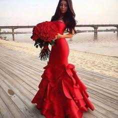 Um ótimo dia repleto de amor!❤ . . . . #goodmorning #bomdia #casamento #bride #brides #bridal #weddingday #wedding #weddings #photographer #photoshop #marriage #noiva #noivos #love #amor #lovers #happy #feliz #dream #weddingdress #dress #fashiondress #fashionweek #sonhocasamento #vestido #buenosdias #groom #gown #madrinhas