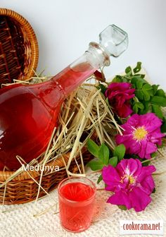 Розовый ликер Cocktails, Drinks, Hungarian Cake, Barware, Bottle, Rose, Cooking, Schnapps, Wine