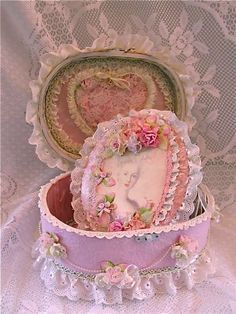 Shabby Chic Marie Antoinette mini and altered box created by Shabby Chic Homes, Shabby Chic Decor, Pretty Box, Pretty In Pink, Deco Rose, Country Chic Cottage, Fabric Boxes, Hat Boxes, Altered Boxes