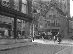 Breda - jaren dertig. Hoek Reigerstraat-Grote Markt.