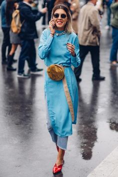 Power Suits Took Over the Street Style Crowd At Paris Fashion Week - Fashionista Street Style Trends, Spring Street Style, Street Style Looks, Cool Street Fashion, Look Fashion, Korean Fashion, Trendy Fashion, Fashion Design, Fashion Trends