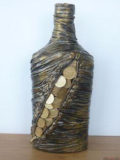Этот мастер-класс расскажет как создать своими руками декор бутылок колготками и монетами.. Фото №1