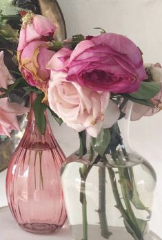 Artist home | Heidi Shedlock | At home | Flowers for the home | Home living | Interior | Home decor | Floral love Home Flowers, Home And Living, South Africa, Glass Vase, Interior, Floral, Creative, Artist, Painting