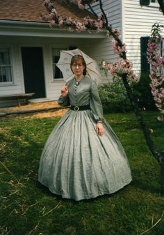 How to Get Started as a Lady Civil War Reenactor My sister Sue in an apple-green afternoon dress. Yes, we're twins. How to Get Started as a Lady Civil War Reenactor My sister Sue in an apple-green afternoon dress. Yes, we're twins. Historical Costume, Historical Clothing, Vintage Dresses, Vintage Outfits, Victorian Dresses, Victorian Gothic, Gothic Lolita, Pioneer Clothing, Civil War Fashion