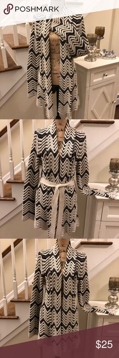 🛍 I.N.C. International concepts Chevron Cardigan 🛍 I.N.C. International concepts Chevron Cardigan Truly gorgeous black-and-cream color pattern  Looks wonderful open or closed, beautiful belt to help keep it closed Size; large Pre-loved in great condition  Thank you for looking and please check out the rrest of mycloset. INC International Concepts Sweaters Cardigans