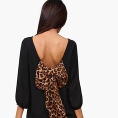 Black with cheetah bow back chiffon top!!! Super cute 3/4 sleeve chiffon bow back too!! Black with cheetah bow!! Tops