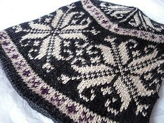 free Ravelry pattern, Snowflake Hat 1 by RogueBookworm, via Flickr
