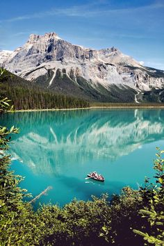 Emerald Lake and Lodge in Yoho National Park ~ British Columbia, Canada Places To Travel, Places To See, Top Honeymoon Destinations, Travel Destinations, Yoho National Park, Photos Voyages, Parcs, Canada Travel, Canada Trip