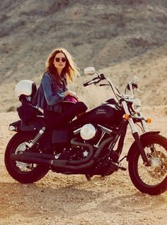 Welcome to Cafe Racer Design! We focus solely on showcasing the design of Cafe Racer Motorcycles. Cafe Racer is a term used for a type of motorcycle and the cyclists who ride them! Erin Wasson, Lady Biker, Biker Girl, Moto Vespa, Chicks On Bikes, Free People Blog, Biker Chick, Harley Davidson, Muscle Cars