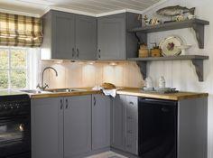 Hytta -vårt andre hjem - Happy Homes Norge Cabin Design, House Design, Timber House, Window Coverings, Scandinavian Design, Kitchen Cabinets, Cottage, Interior, Home Decor