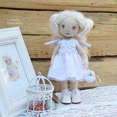 111 отметок «Нравится», 4 комментариев — Авторские куклы (@ludmila_klimenko) в Instagram: «Добрый день,мои дорогие!!!С пятницей! !!🌼🌼🌼 Вот и новенькая девочка во всей красе,да не просто…»